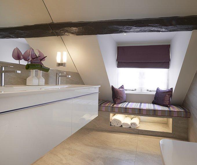 Hibiscus Luxury Bathroom