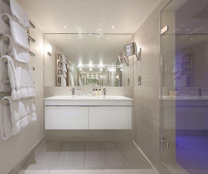 Honeysuckle  suite Luxury Bathroom
