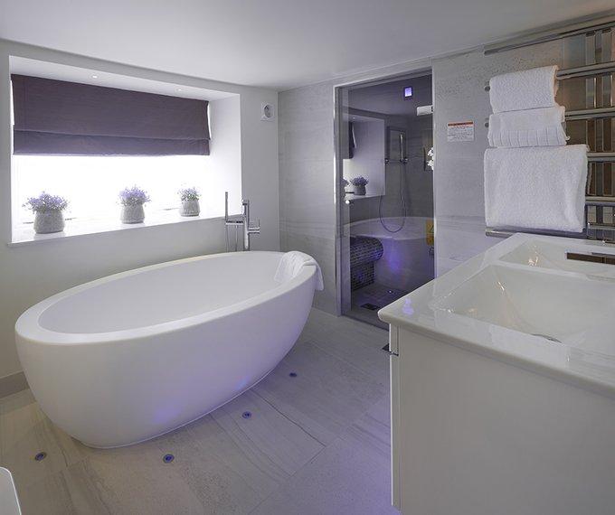 Juniper suite Luxury Bathroom