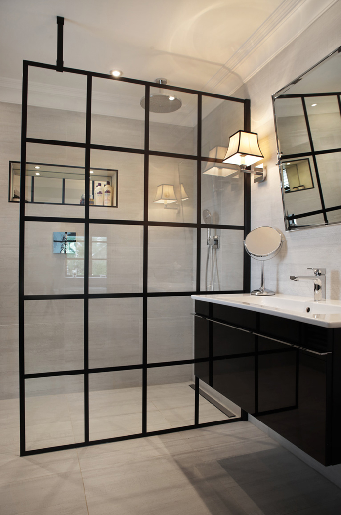 sophisticated luxurious black and white bathroom